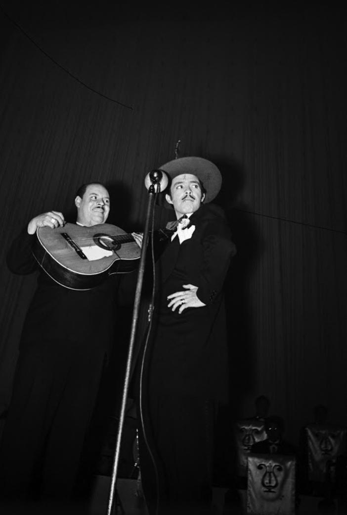 0027-SHO-W Tin Tan y Marcelo en el Patio, 1944 3