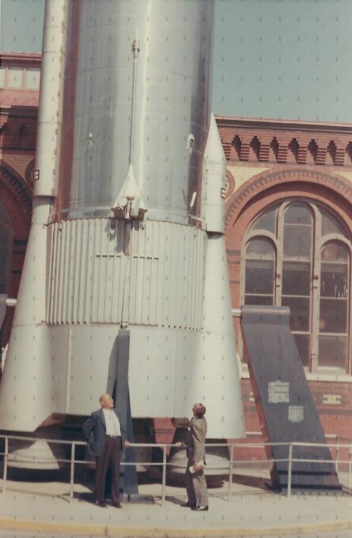 0011-TRA-W-Con Cohete